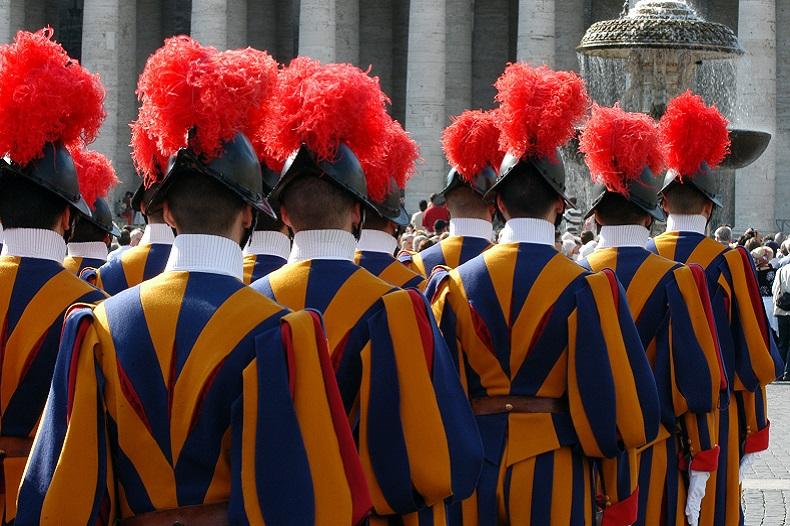 Vatikan in Rom - Schweizer Garde � mirec - stock.adobe.com
